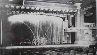明石信道著「旧帝国ホテルの実証的研究」より オーディトリウム創建時の舞台。 客席と舞台が一体となっていることが判る。