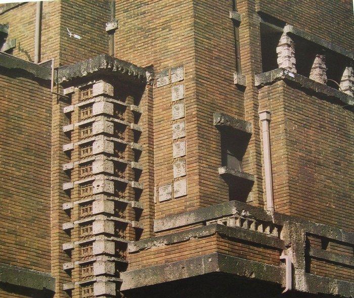 バンケットホール南東部外壁詳細 明石信道著「旧帝国ホテルの実証的研究」より 撮影 村井 修