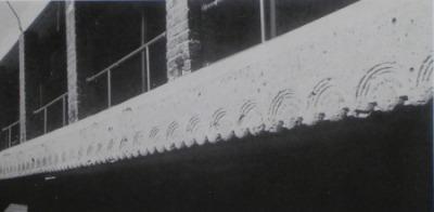 バンケットホール内部、2階レベルにメインフロアーを見下ろすギャラリーが周回している。