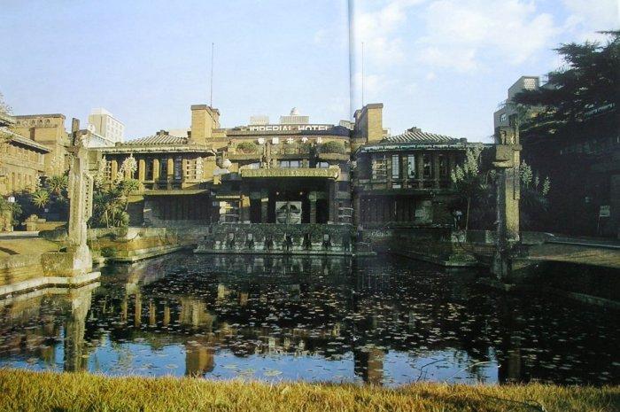 帝国ホテル正面  撮影 村井修  撮影年 1966年 明石信道著「旧帝国ホテルの実証的研究」より